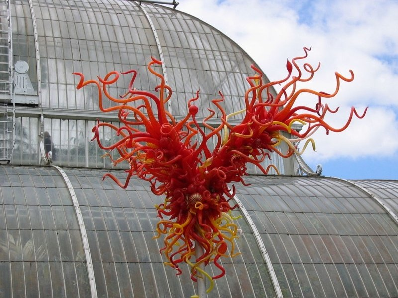 red curly tentacled glass sculpture by Chihuly at Kew Gardens